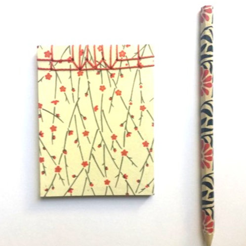 Carnet de sac papier japonais fleuri et son crayon PAPIER MALICE