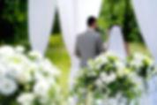 novios en ceremonia simbólica