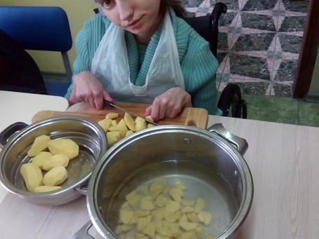 Тренінгова кухня для підлітків та молоді з інвалідністю в Знам'янському дитячому будинку – інтернат