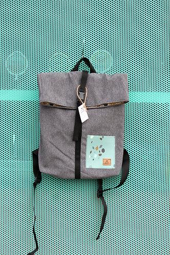 Street bag gris con bolsillo azul clarito