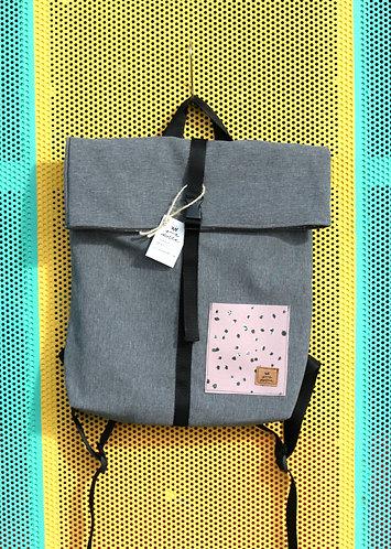Street bag gris con bolsillo lila moteado