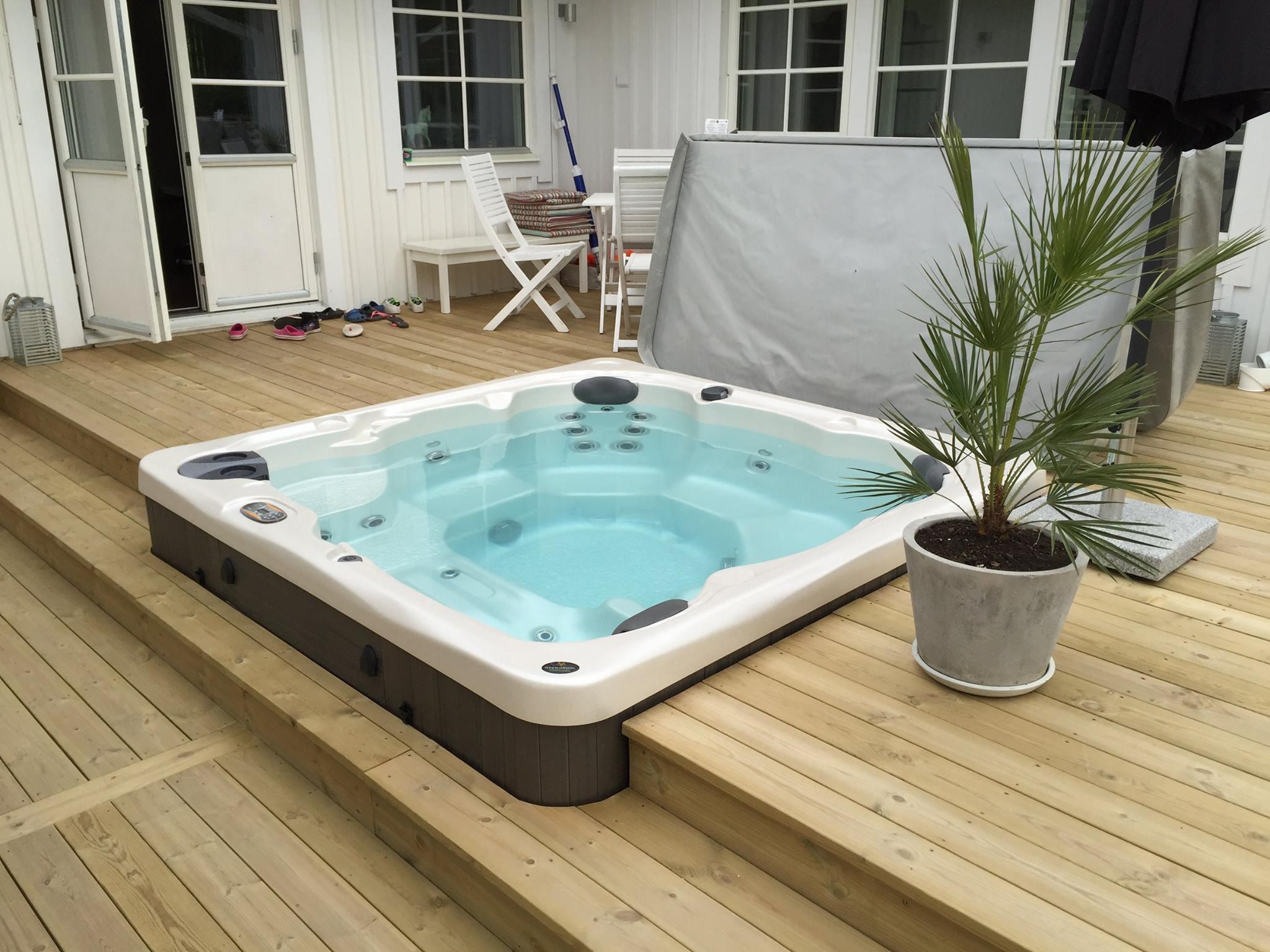 Hydropool Serenity 5000 Hot Tub