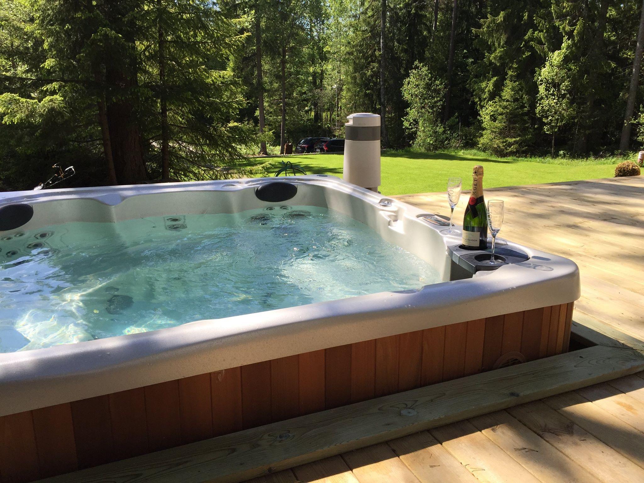 Hydropool Serenity 6000 Hot Tub