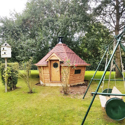 10m² Arctic Cabin red roof