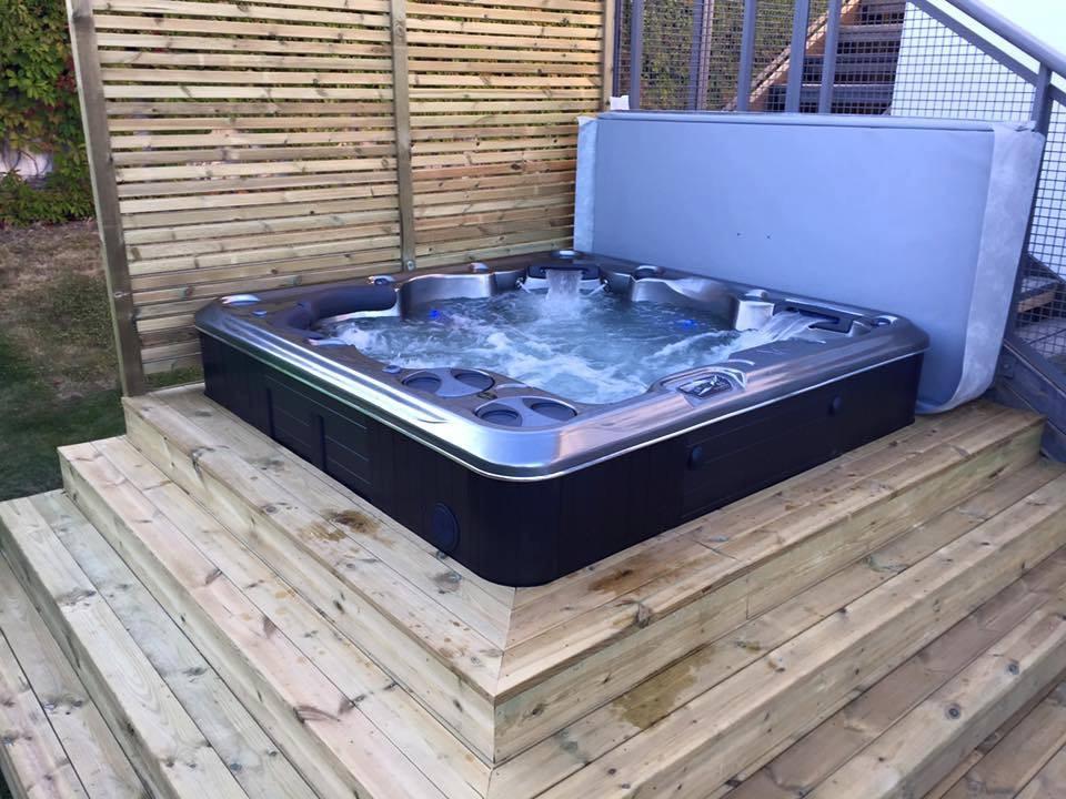Hydropool 670 Self Cleaning Hot Tub
