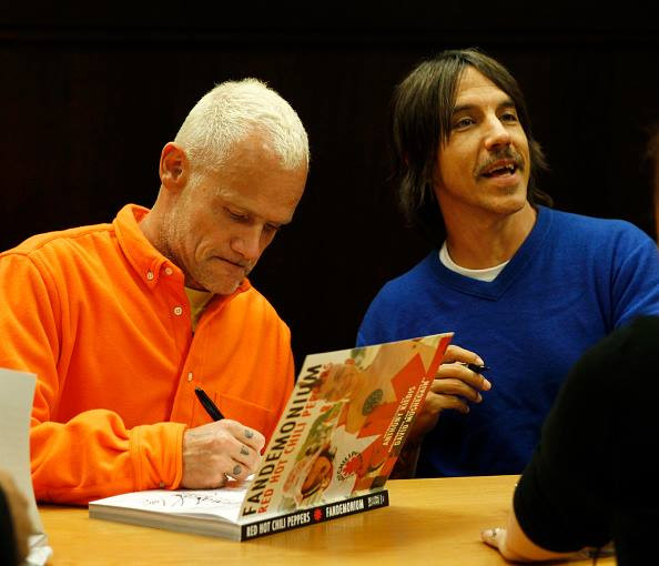 fandemonium-book-signing-november-2014-LA-The-Grove-RHCP-20.jpg