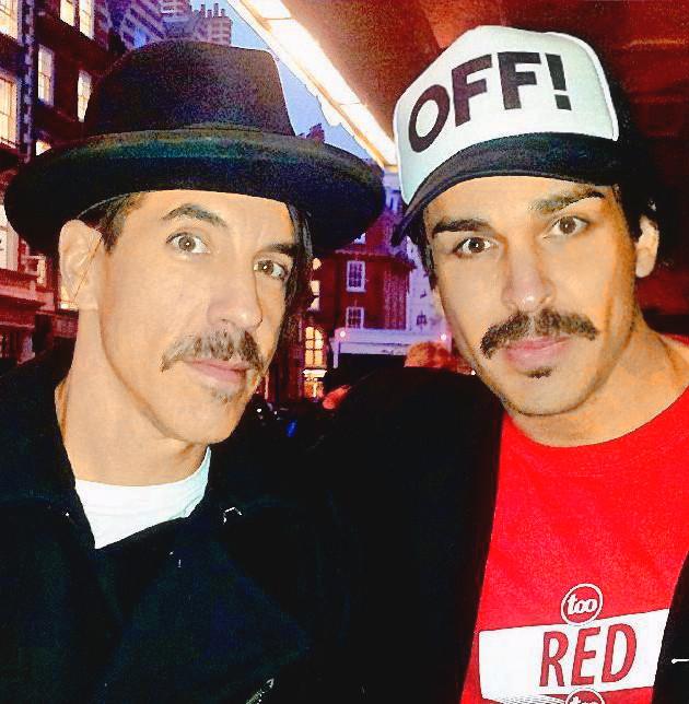 Anthony Kiedis e Luiz Fernando em Londres 2011