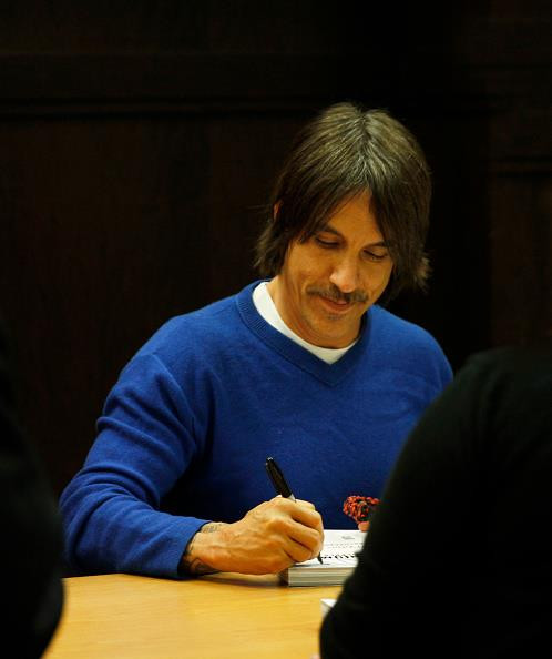 fandemonium-book-signing-november-2014-LA-The-Grove-RHCP-19.jpg