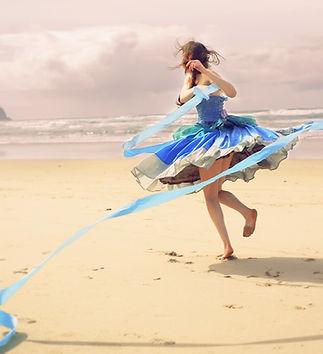 blue-dress-4342411_1920_edited.jpg