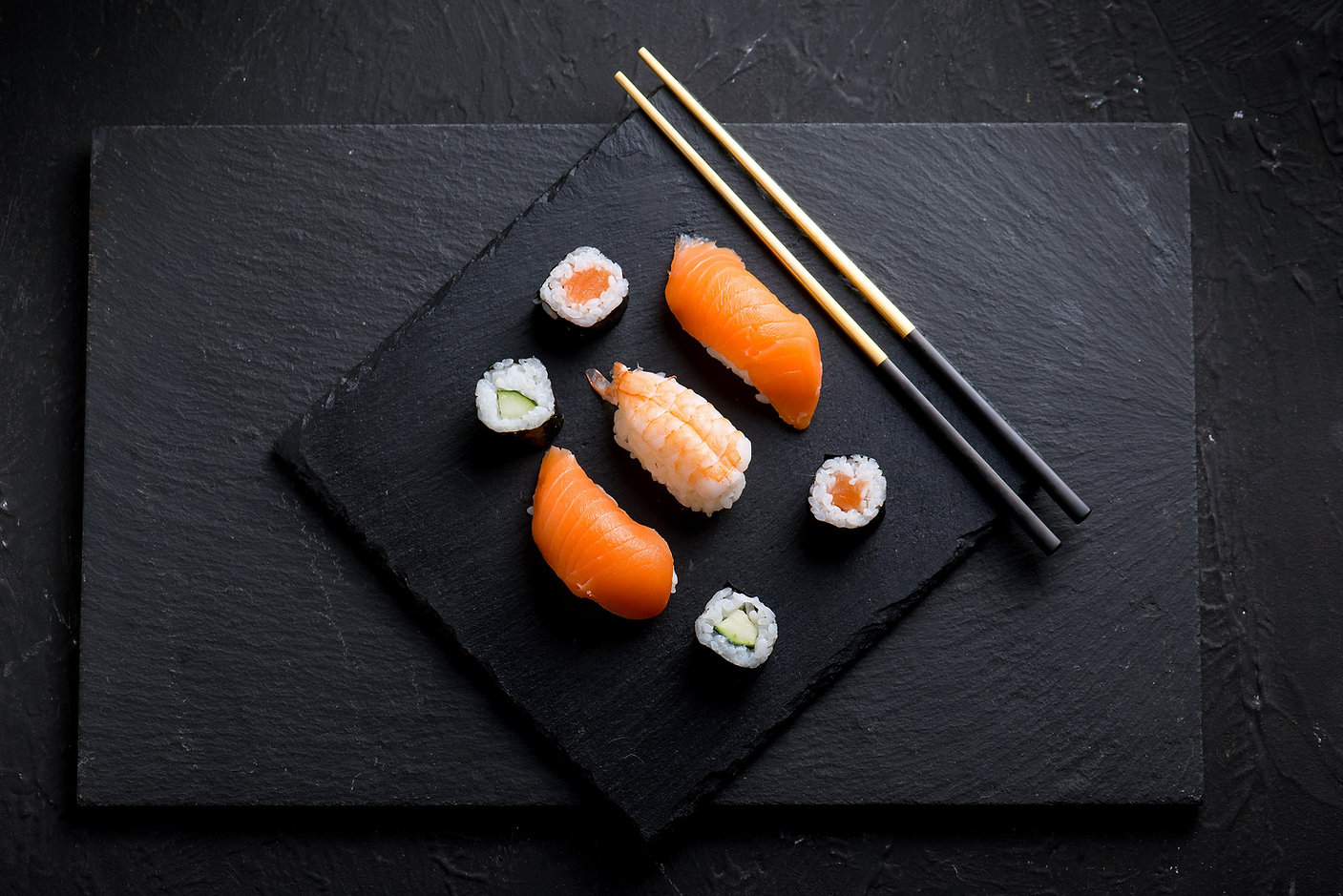 sushi su pietra nera o a_edited.jpg