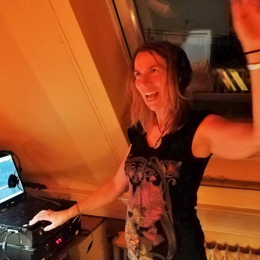 Tanzen und chillen mit Musik von DJane Amalia