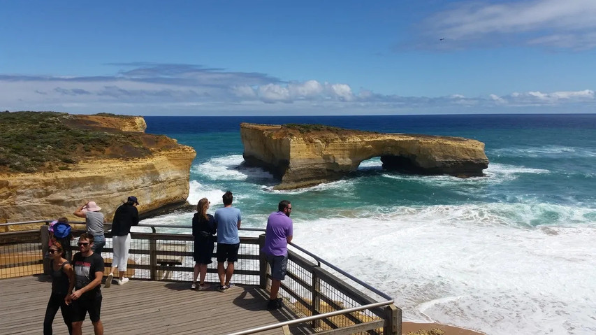 London Bridge on the Great Ocean Road Tour from Geelong and Torquay.