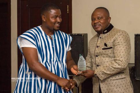 MD recieving an award