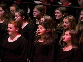 Grand Rapids Symphony Youth Choir syngur eftir guðsþjónustu