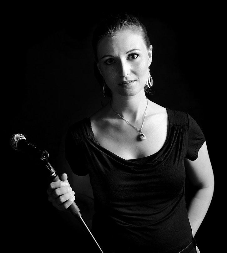 Nicole Bosshard mit Mikrofon