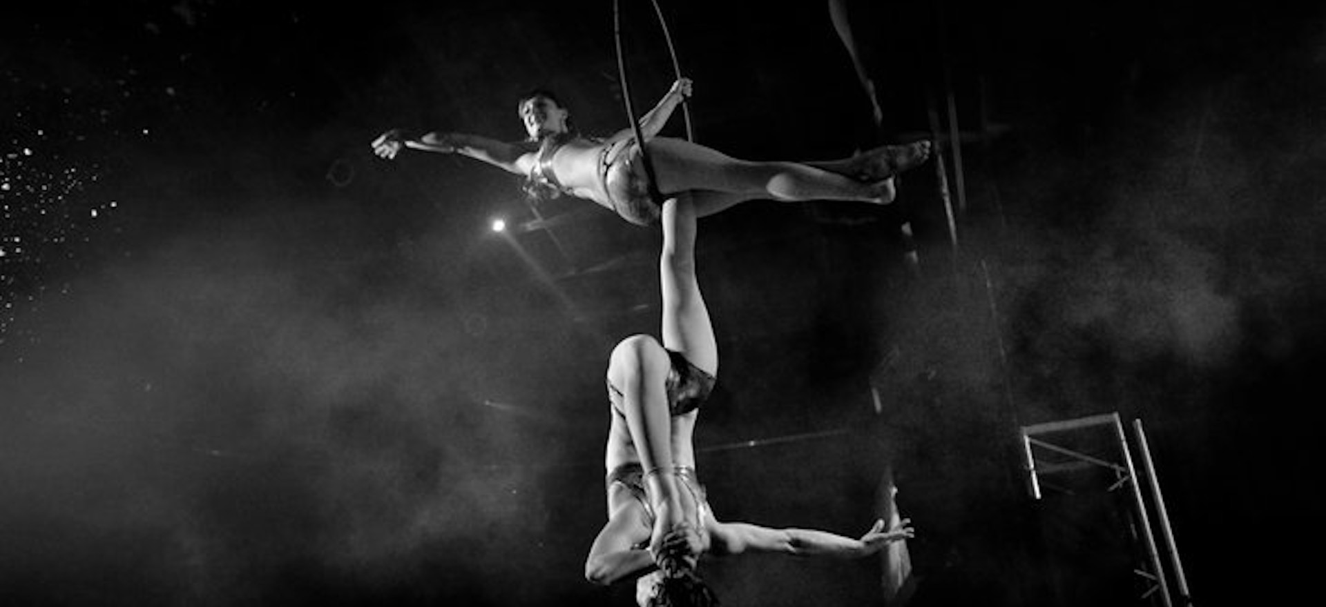 Elle & Elisabeth Carpenter duo Lyra w/Dream World Cirque