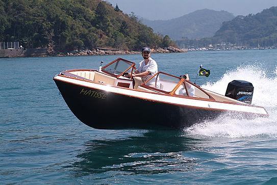 construção de barcos personalizados de madeira
