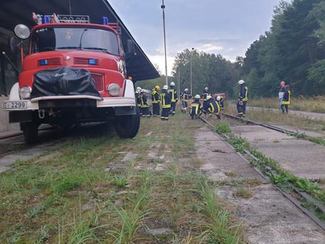 """Ausbildung """"Hilfe bei Unfällen auf Bahngelände"""" und """"Ausleuchten von Einsatzstellen"""""""