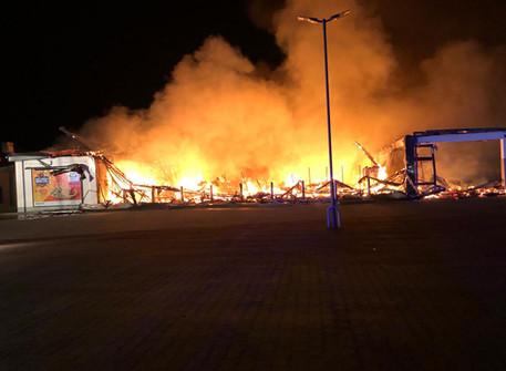 Gebäudebrand Groß - Lidl Einkaufsmarkt