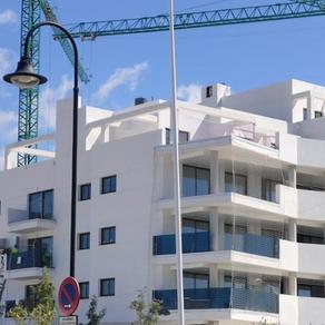 Onko oikea aika ostaa asunto Aurinkorannikolta?