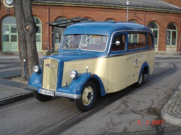 Opel Blitz Oldtimer Bus bei Active O