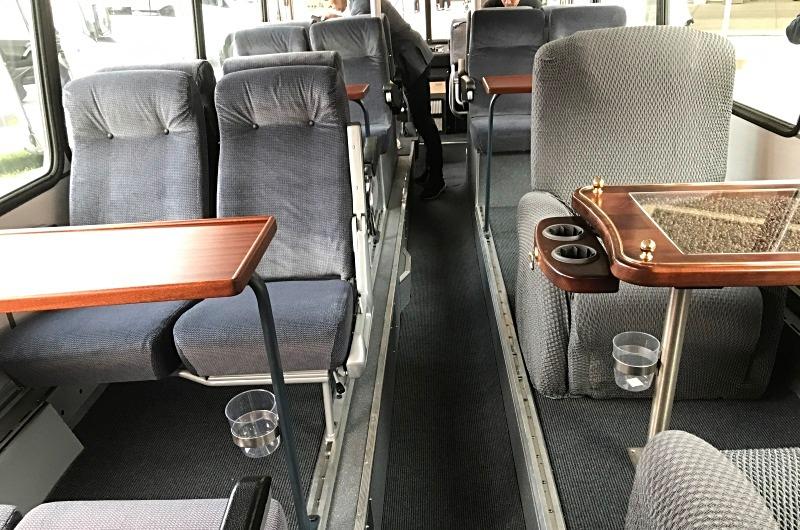 Active Oldtimer Bus mieten Doppeldecker Neoplan Skyliner innen unten