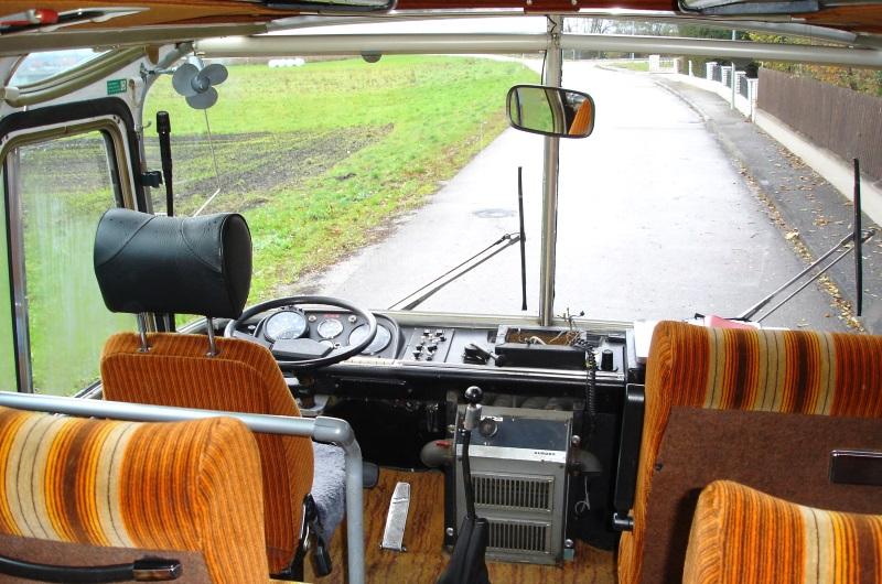 Active Oldtimer Bus mieten Neoplan ND6 innen vorne