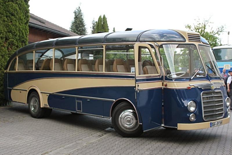 Active Oldtimer Bus mieten Neoplan SH30 seite_edited