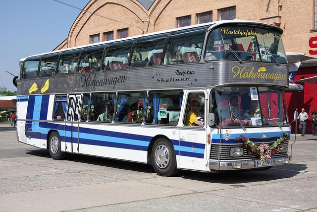Active Oldtimer Bus mieten Neoplan Skyli