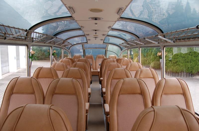 Active Oldtimer Bus mieten Neoplan SH30 innen leer