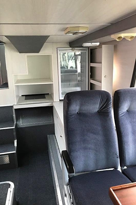 Active Oldtimer Bus mieten Doppeldecker Neoplan Skyliner innen unten 2_edited