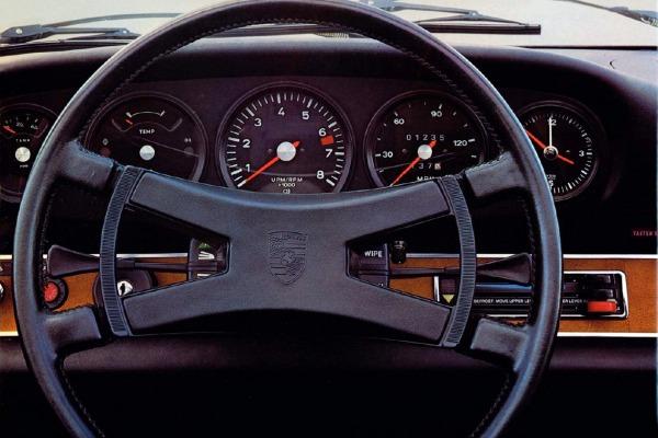 Porsche_Cockpit
