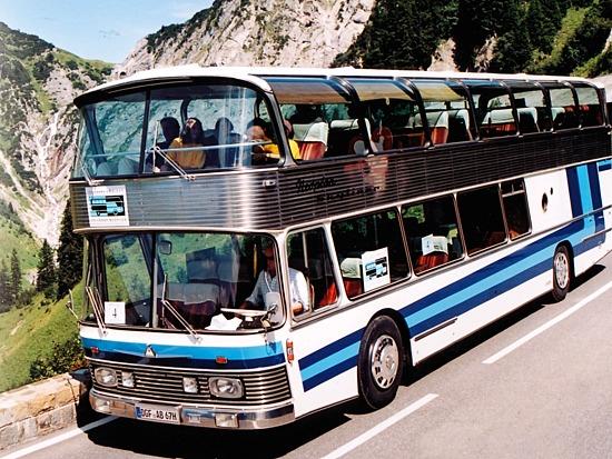 Active Oldtimer Bus mieten Neoplan Skyliner Berg