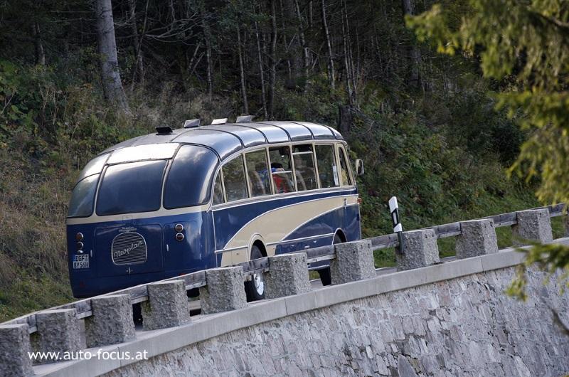 Active Oldtimer Bus mieten Neoplan SH30 aussen hinten