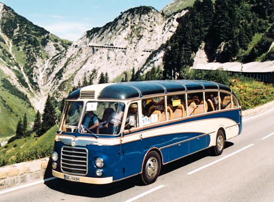 Active Oldtimer Bus mieten Neoplan SH30 bergfahrt