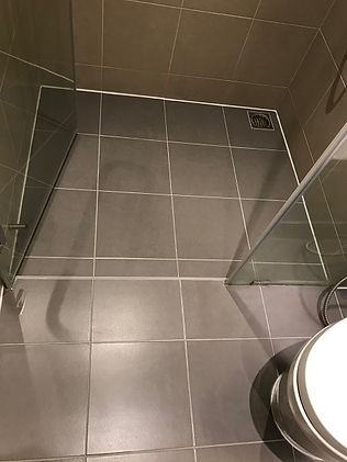 6 Silicone and grouting bathroom after.j