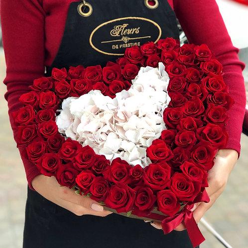 Букет красных роз с орхидеей