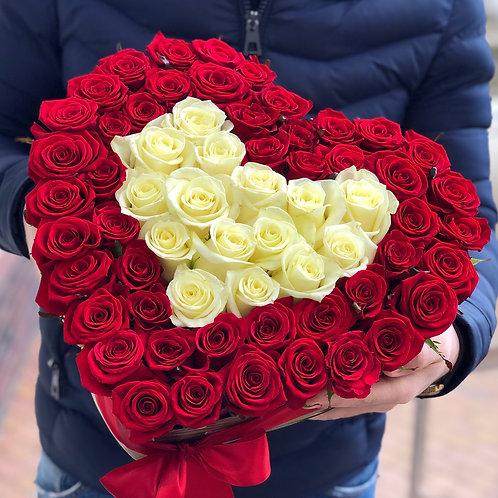 Розы в коробке сердце 67 шт
