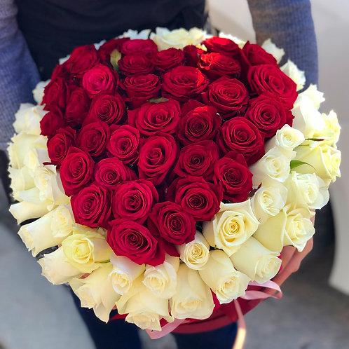 Розы в коробке сердце 65 роз