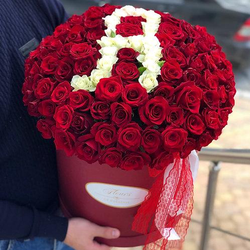 101 роза в коробке с именной буквой