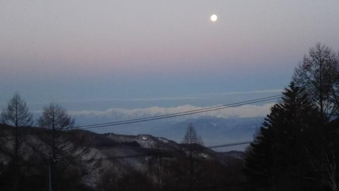月と朝焼け。