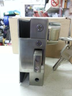 玻璃門夾鎖2