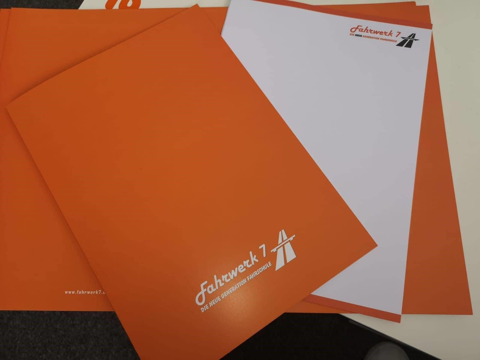 Briefpapier und Mappe Fahrwerk 7