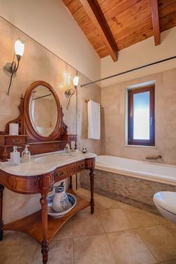 Villa Russelia_Rhodes_bathroom_26