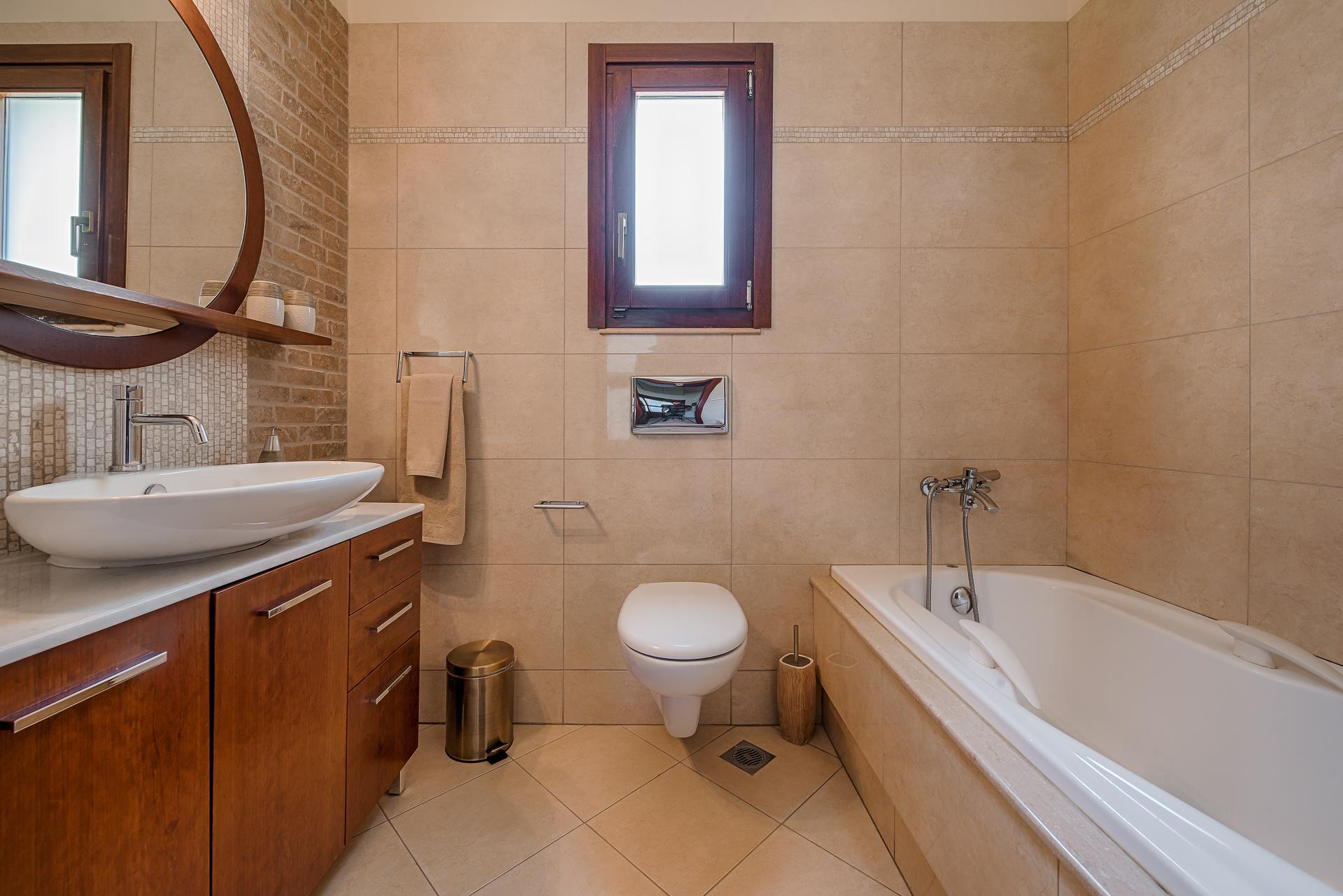 Villa Russelia_Rhodes_bathroom_32