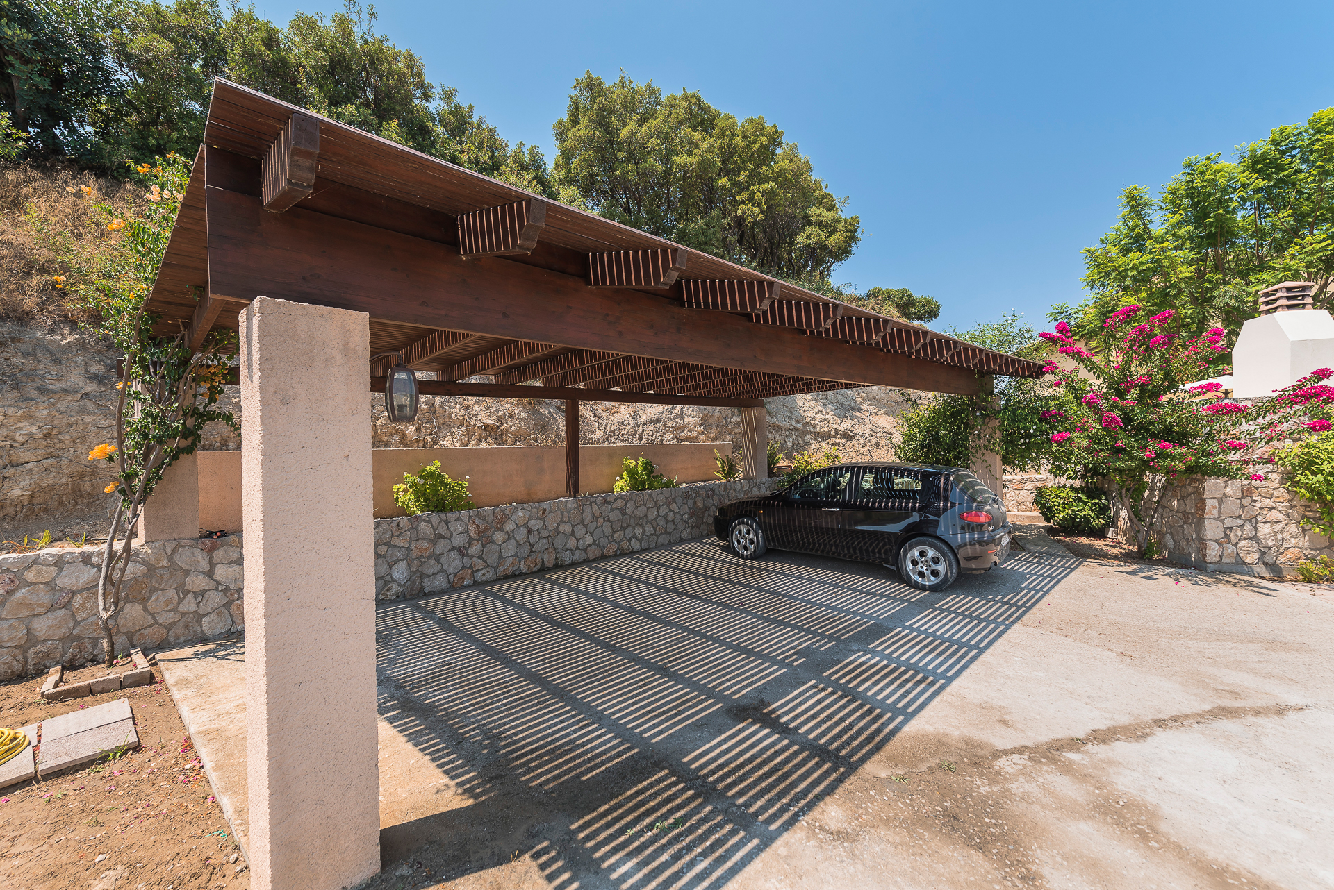 Villa Russelia_Rhodes_Parking_20