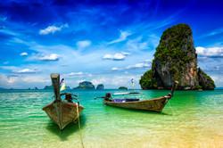 long-tail-boats-on-beach-thailand-8K7WQ2
