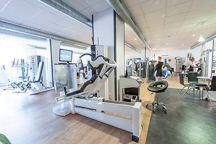 Fitnessstudio mit modernen Fitnessgeräte