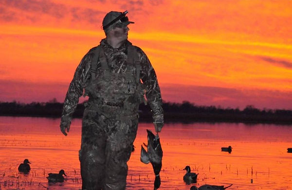 Duck Hunting | Duck Decoys | Sunrise | Dead Bird Duck Calls | Mallard Duck | Camo