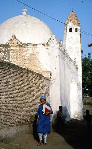Noha-Sadek-on-the-mosque-trail-in-Zabid.